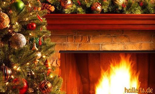 Künstliche Weihnachtsbäume und Tannengirlanden
